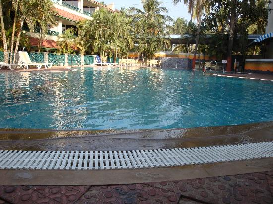 Daman and Diu, India: Swimming Pool @ Miramar Hotel Daman