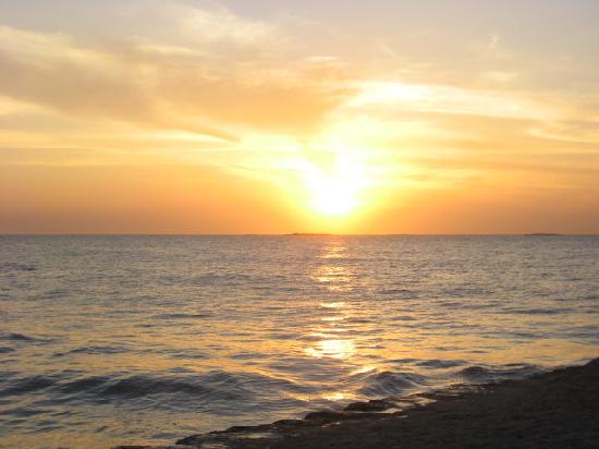 Decameron Galeon: Atardecer desde las playas del hotel