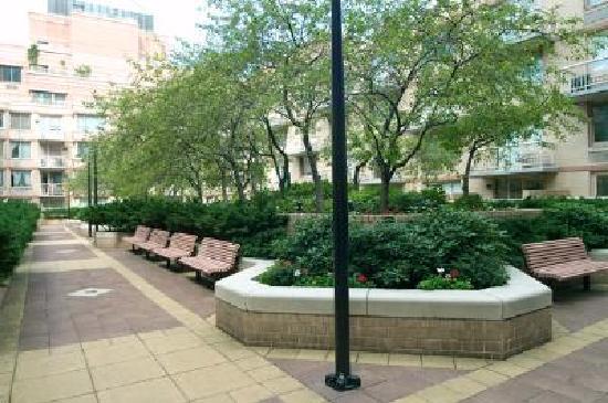 Worldwide Plaza: courtyard