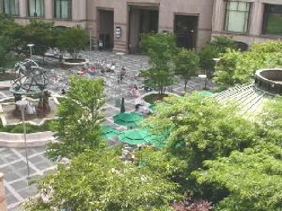 Worldwide Plaza: fountain