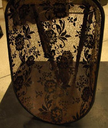 Musee des Tissus et des Arts Decoratif: Lace wheelbarrow!