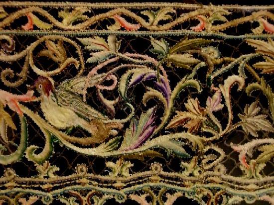 Musee des Tissus et des Arts Decoratif: More lace