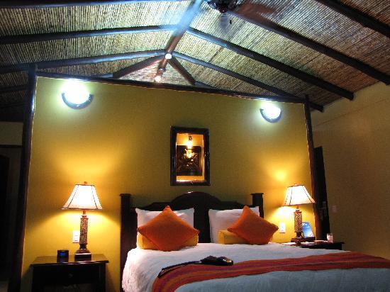 Nayara Resort Spa & Gardens : The bedroom