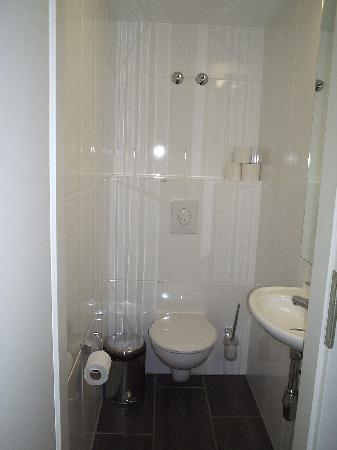 Hotel Die Schule: Cuarto de baño habitación 22