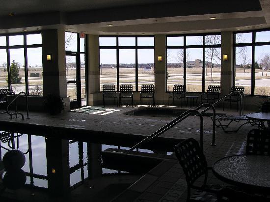 Hilton Garden Inn Oconomowoc: Pool and hot tub