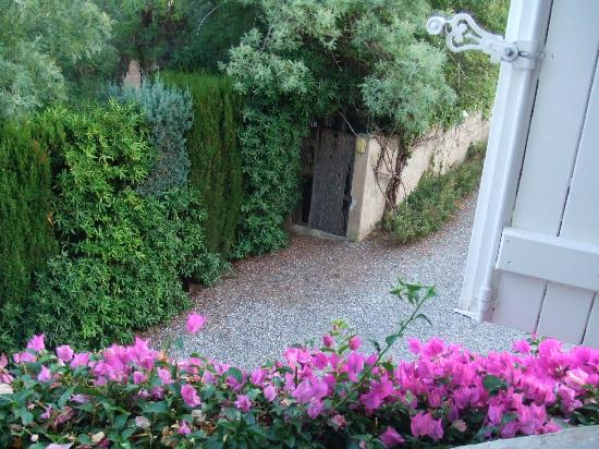 La Ferme d'Augustin : looked the out side from our room