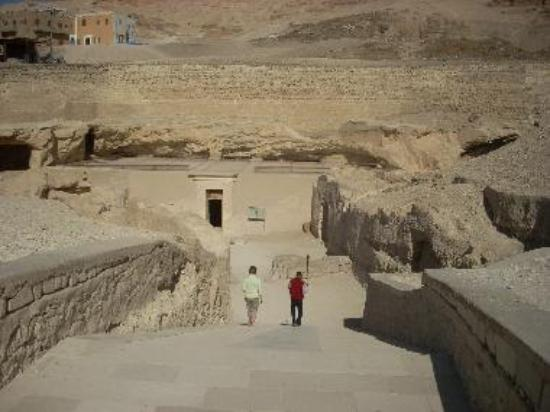 The tomb of Ramose is relatively easy to find.