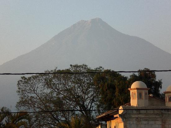 Casa Florencia Hotel: Room with a view of volcano