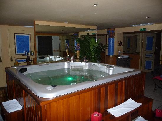 Hotel Spa Beau Sejour: Le jacuzzi