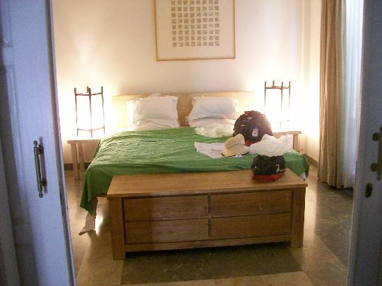 Bali Court Hotel and Apartments: the bedroom
