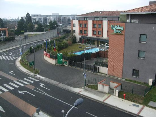Holiday Inn Express Toulouse Airport : Holiday Inn opposite Holiday Inn Express