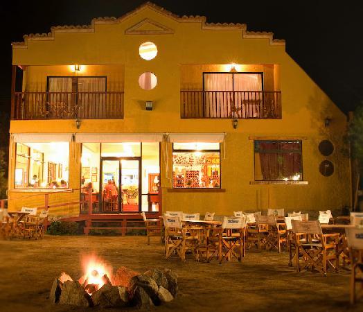Restaurant & Hotel Medio Mundo : Medio Mundo Hotel and Restaurant @ Night