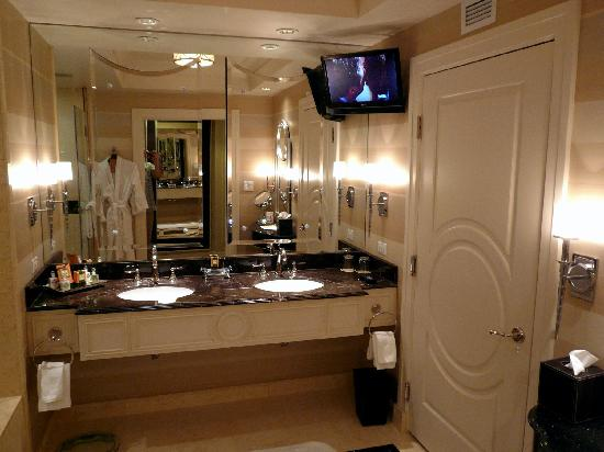 The Palazzo Resort Hotel Casino: Suite 25833 Bathroom   Double Vanity And  HD TV Above