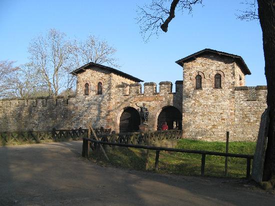 Saalburg Roman Castle and Archeology Park : l'entree principale