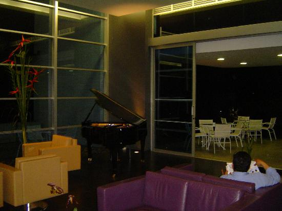 NH Collection Royal Medellin: lobby con piano