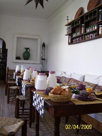 Dar Nouba : breakfast on the terasse