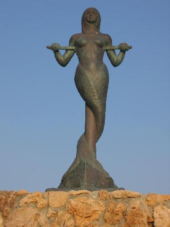 Irini Filoxenia Apartments: mermaid fountain