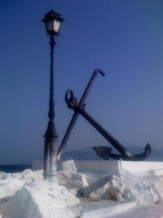 Irini Filoxenia Apartments: an old anchor