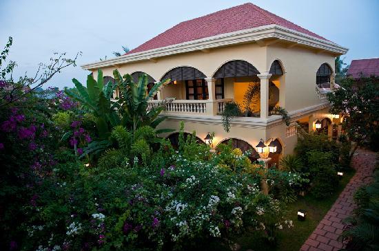 Pavillon d'Orient Boutique-Hotel: Garden and Guest House