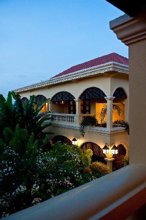 Pavillon d'Orient Boutique-Hotel: Garden and Guest Hosue