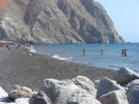Santorini, Grecia: spiaggia di perissa