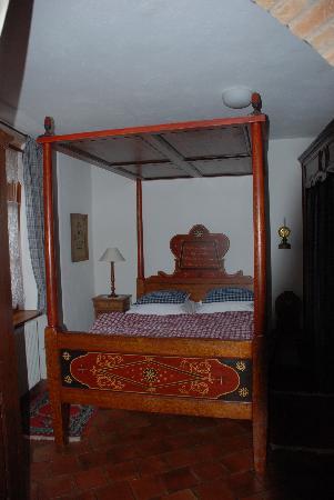 Chambres d'hotes Butterlin: Lit baldaquin du 17 eme siècle