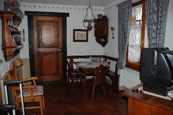 Chambres d'hotes Butterlin: cuisinette dans la chambre