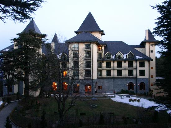 Wildflower Hall, Shimla in the Himalayas: Hotel from front
