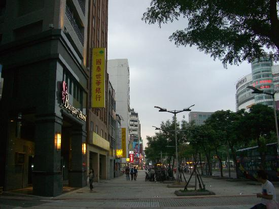 Burgary Hotel: Northward on Zhonghua Rd.; view of Ximending Circle's Partyworld KTV & S.H.E poster