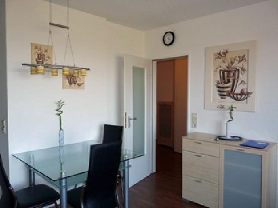 Hotel Deichgraf Cuxhaven: Veermaster - Wohnzimmer mit Blick zum Flur