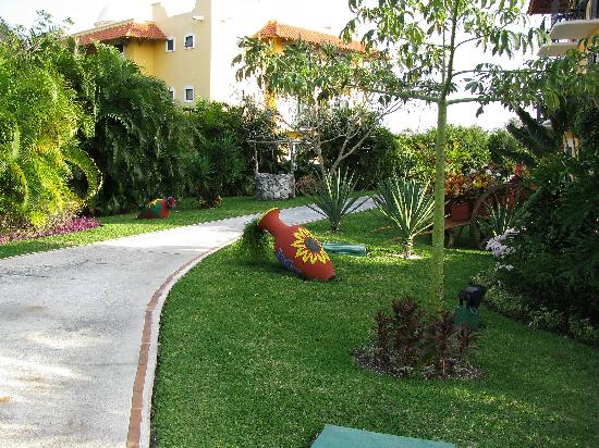 Occidental Cozumel: One of the walkways