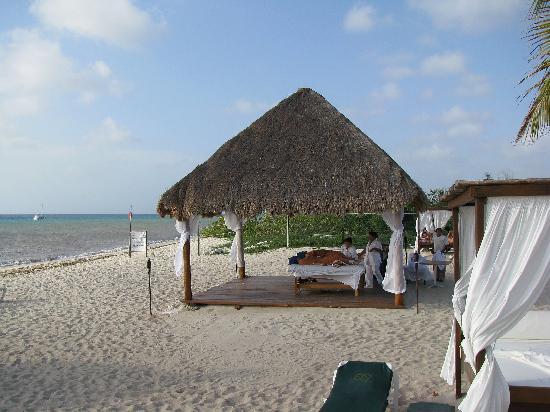 Occidental Cozumel: Massage on the beach