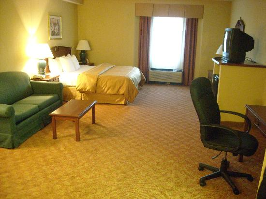 Comfort Suites Airport: From bathroom area, looking toward the window