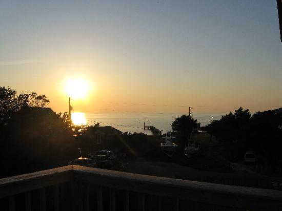 The Cove Bed and Breakfast: What a beautiful sunset!