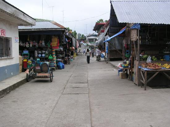 Hilongos, Filipina: Market in center of town.