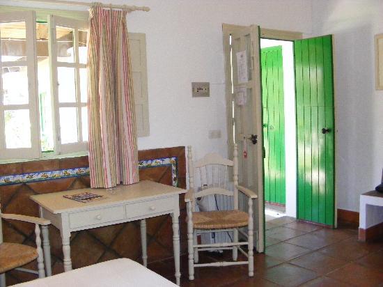 Cortijo Las Piñas: Habitación (mesa comedor)