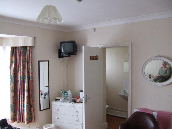 Medehamstede Hotel : Bed/bathroom