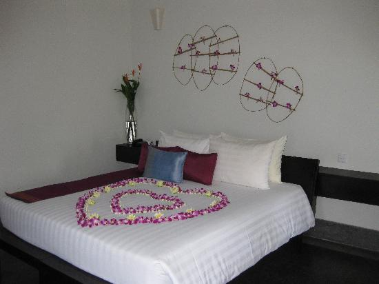 Sojourn Boutique Villas: The beautifully decorated bed welcoming us to our honeymoon