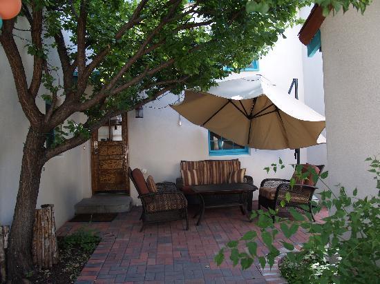 Casa de Estrellas: Patio area outside of another cassita