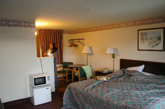 Budget Host Inn Somerset PA: big room