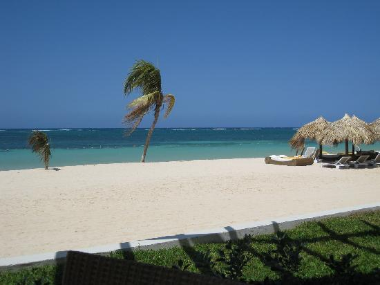 Iberostar Grand Hotel Rose Hall: View from beach restaurant everyday