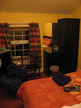 Auburn House B&B: Another photo of the room