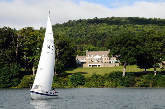 Cooperstown, État de New York : Sailing Otsego Lake