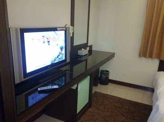 The Enterpriser Hotel: Big screen LCD TV