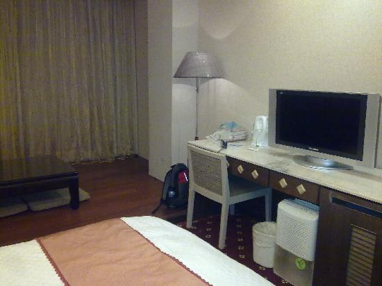 Ta Sun  Hotel: with Parquet sitting area (Rm 506)