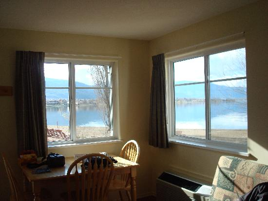 Sandy Beach Motel : View of the lake from suite #19