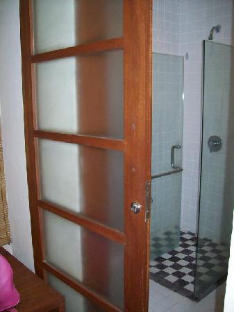 Wida Hotel: the bathroom