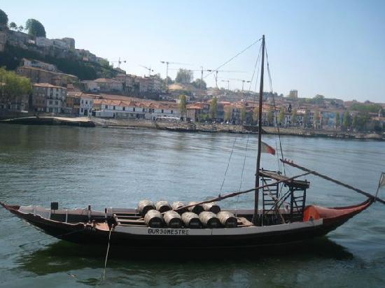 Guest House Douro: les bateaux permettant le transport du porto