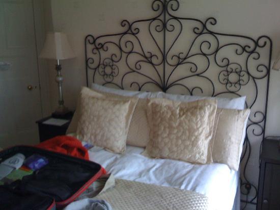 Acorn Lodge Harrogate: Room no.2 comfy bed