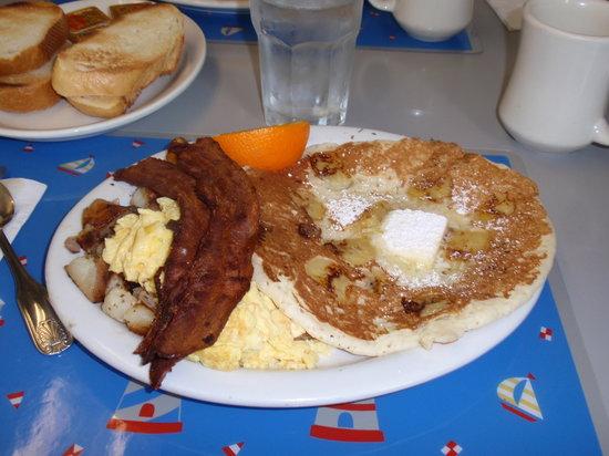 Lighthouse Breakfast & Lunch: Banana Pancake